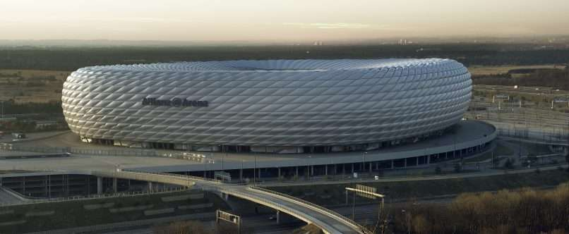 Allianz_arena_daylight_Richard_Bartz